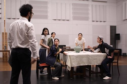 写真左から:宮崎隼人、ユーリック永扇、大久保眞希、今井仁美、松内慶乃、扇国遼