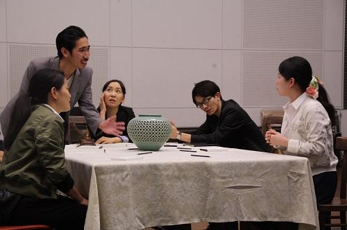 写真左から:大久保眞希、河野賢治、島田恵莉、河波哲平、松村こりさ