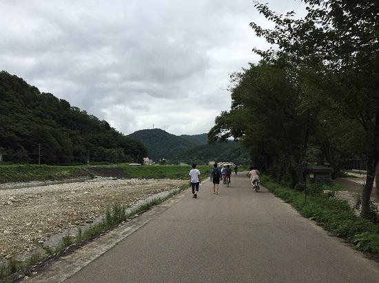 左は百瀬川。最高の気候で天国にいるような気分。