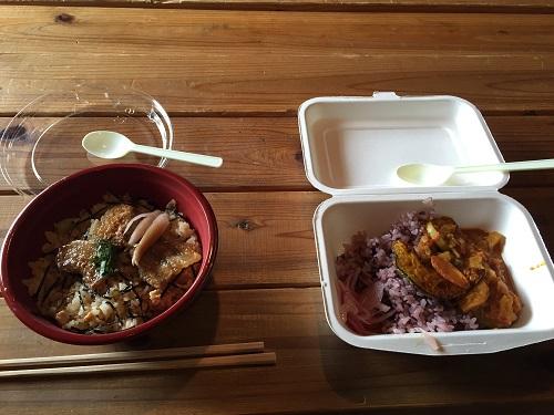 翌日朝10時からの『鈴木忠志トーク』と14時開演の『トロイアの女』の間の昼食も、グルメ館でいただきました。右は夕方で完売していた京大カレー部の野菜カレー。これも500円。