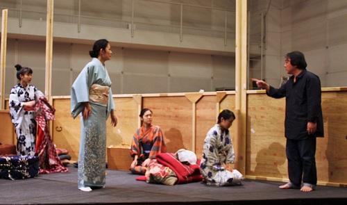 【写真(左から):八幡みゆき、岡崎さつき、加茂智里、宇田川はるか、栗山民也】