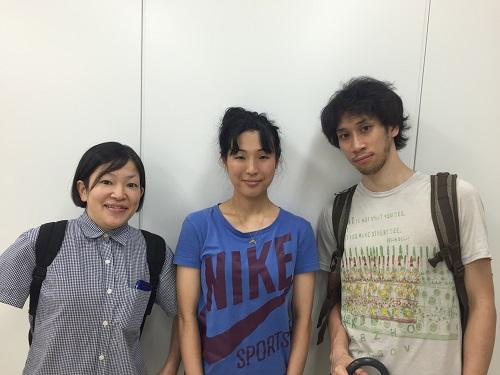 写真(左から):菊池美里さん、辻村優子さん、野坂弘さん