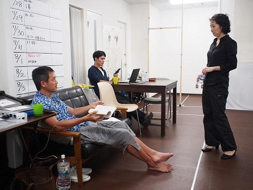 左から(敬称略):斉藤直樹、那須佐代子 ※中央奥は制作さんです。
