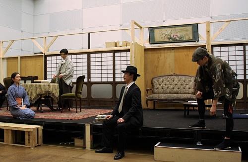 写真中央:前田一世、右端:永澤洋