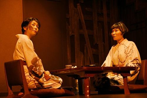 写真左から:千葉雅子、片桐はいり 撮影:細野晋司