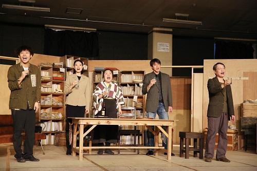 写真左から:平埜生成、朝海ひかる、枝元萌、吉田栄作、大鷹明良 撮影:田中亜紀