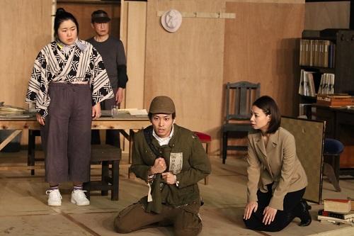 写真左から:枝元萌、大鷹明良、平埜生成、朝海ひかる 撮影:田中亜紀