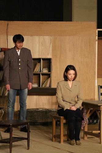 写真左から:吉田栄作、朝海ひかる 撮影:田中亜紀