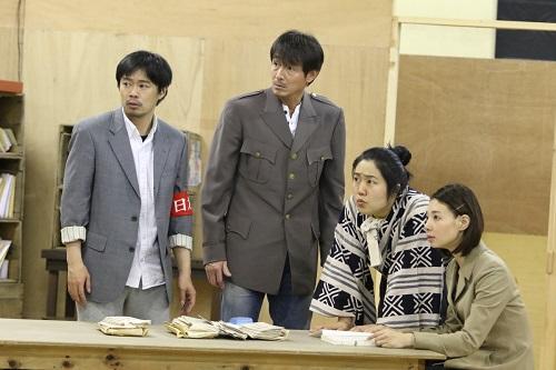 写真左から:尾上寛之、吉田栄作、枝元萌、朝海ひかる 撮影:田中亜紀