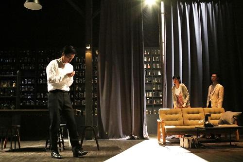 写真左から浜田信也、小野ゆり子、安井順平(撮影:田中亜紀)
