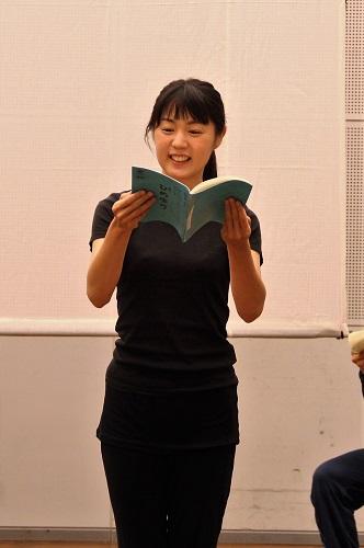 教師や看護士、女生徒の母親などを演じる岩澤侑生子さん(7期生)