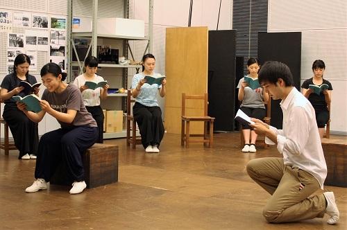 左は先輩女生徒役の佐藤和さん、右は上西佑樹さん