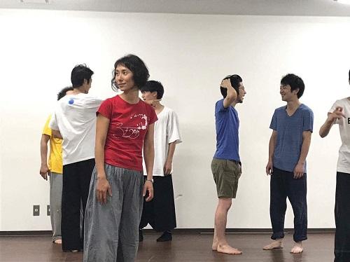赤いTシャツをお召しの女性が木村早智さんです。