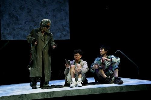 写真左から:大鷹明良、篠山輝信、柄本時生 撮影:細野晋司