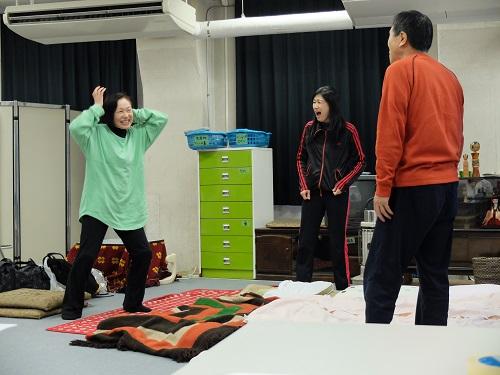 写真左から:増子倭文江、井上加奈子、平田満