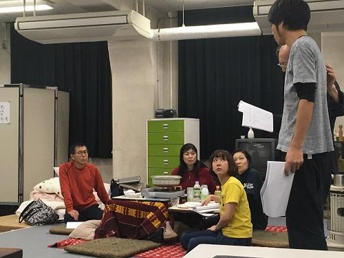 写真左から:平田満、井上加奈子、多田香織、増子倭文江、中尾諭介、小林勝也(中尾さんの奥)