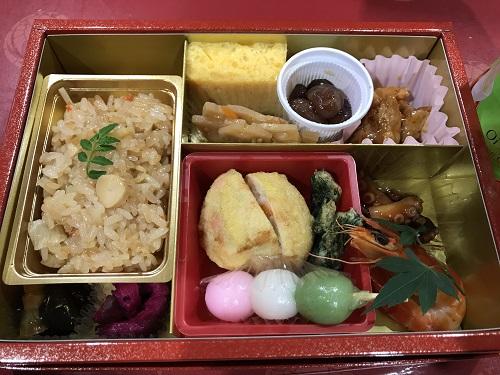 東銀座駅からの地下道で買った1500円のお弁当
