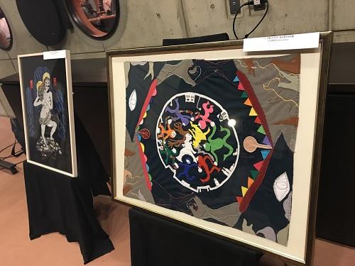 ロビーでは15周年記念の展示があります。写真は宣伝美術用の刺繍(土谷朋子作)。