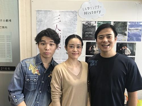 写真左からローデ役の岩男海史さん、イリーナ役の土井真波さん、トゥーゼンバフ役の長本批呂士さん。皆さん、新国立劇場演劇研修所修了生です。