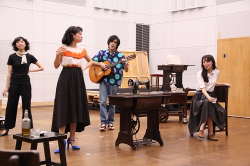 写真(左から敬称略):林真菜美、中坂弥樹、石原嵩志、永井茉梨奈