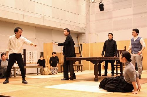 写真左から:河合隆汰、坂川慶成、西原やすあき、福本鴻介 右下:川飛舞花