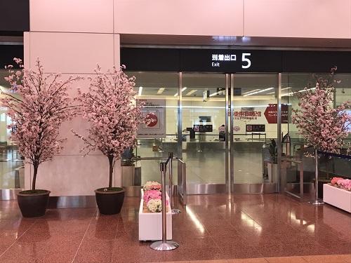 羽田空港は桜仕様でした。