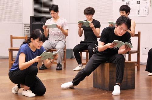 写真左手前から右回りに:大久保眞希、河野賢治、永田涼(10期修了)、小比類巻諒介(11期修了)