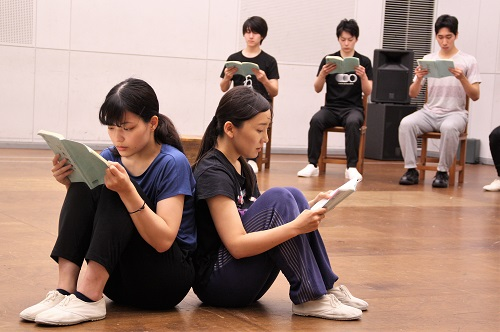 写真左手前:大久保眞希、島田恵莉