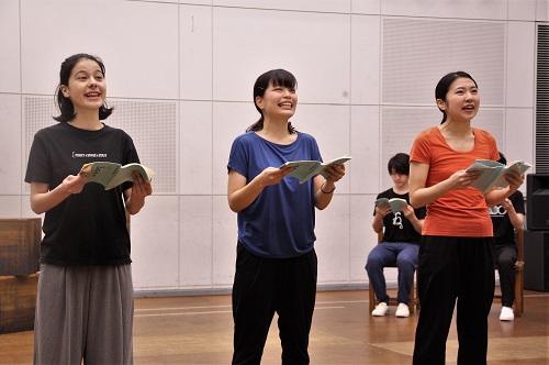 写真左から:ユーリック永扇、大久保眞希、松内慶乃