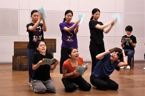 写真前列左から:ユーリック永扇、松内慶乃、大久保眞希 後列左から:島田恵莉、今井仁美、聖香(11期修了)